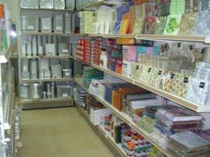 מדפים לחנויות